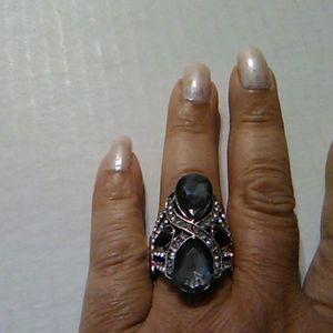 Nwot Black and Grey crystal Ring